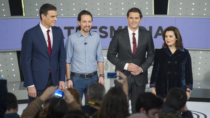 Pedro Sánchez, Pablo Iglesias, Albert Rivera y Soraya Sáenz de Santamaría antes de empezar el debate. Foto: Atresmedia