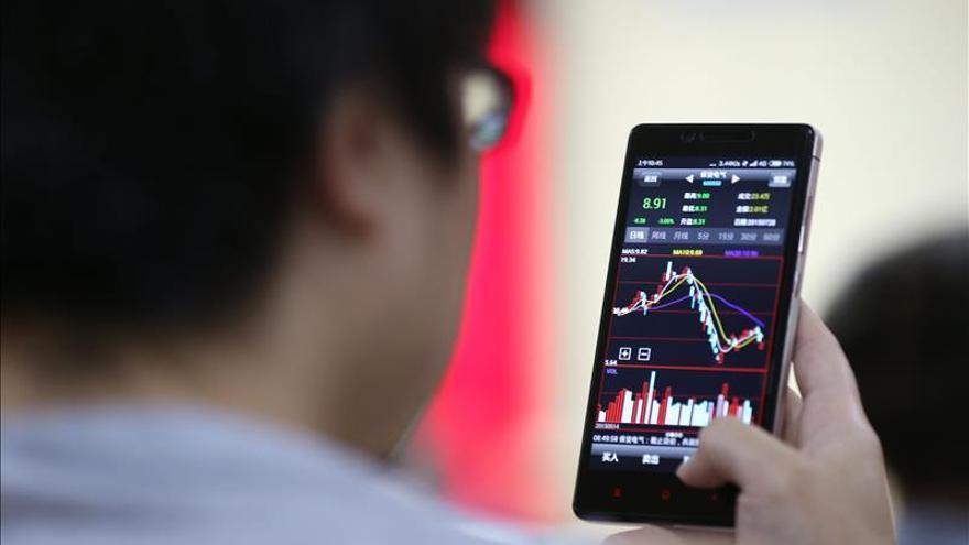 La Bolsa de Shanghái abre un 0,22 por ciento a la baja