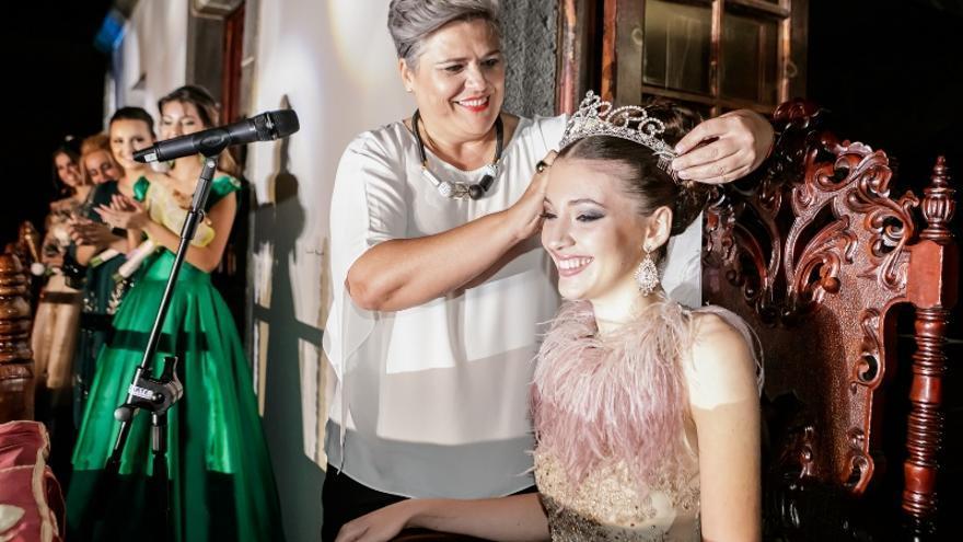 bb9afd3fff Los Llanos de Aridane corona a la reina de las fiestas de La Patrona