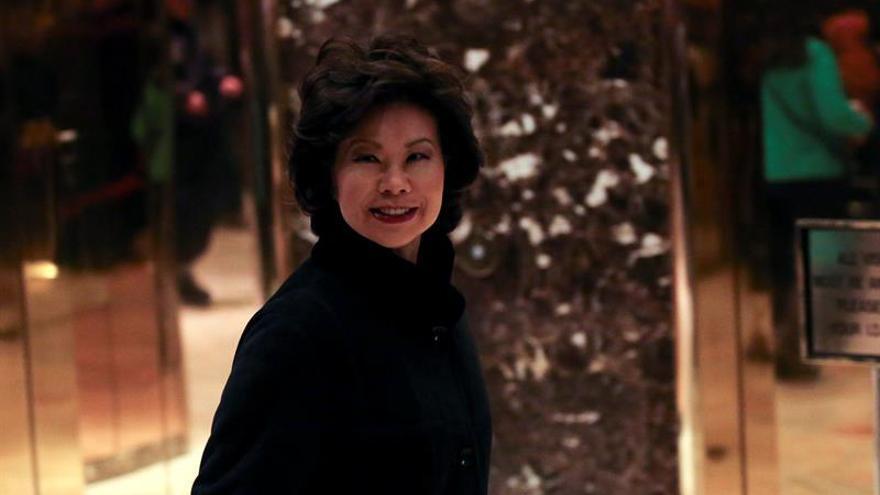 Elaine Chao elegida por Trump como futura secretaria de Transporte
