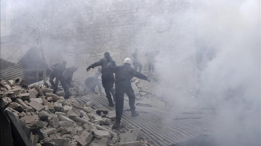 Once civiles muertos en un bombardeo del régimen sirio a su vivienda en Alepo
