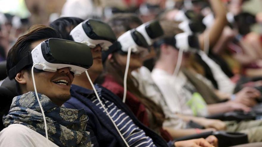 Amantes de la realidad virtual llenan Gamescom alemana, meca del videojuego