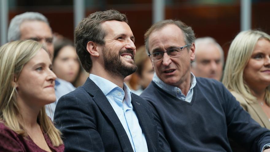"""Casado agradece a Alonso su trayectoria y dice que Iturgaiz, """"referente moral"""", fue el más votado de PP en unas vascas"""