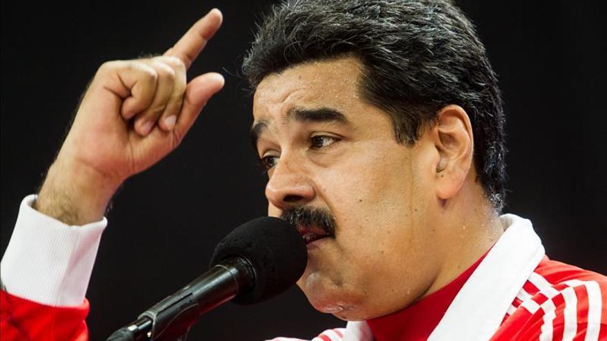 """Maduro afirma que de la victoria del chavismo """"depende la paz"""" de Venezuela"""