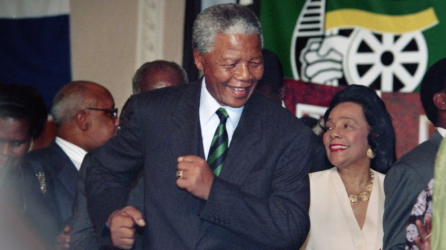Mandela, tras ser elegido presidente de Sudáfrica en 1994 / Jerry Holt (AP)