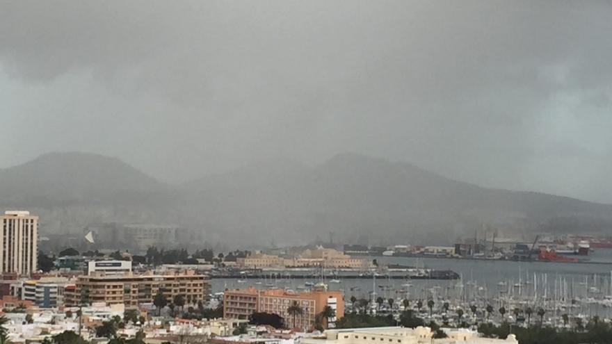 Lluvia en Las Palmas de Gran Canaria (CANARIAS AHORA)