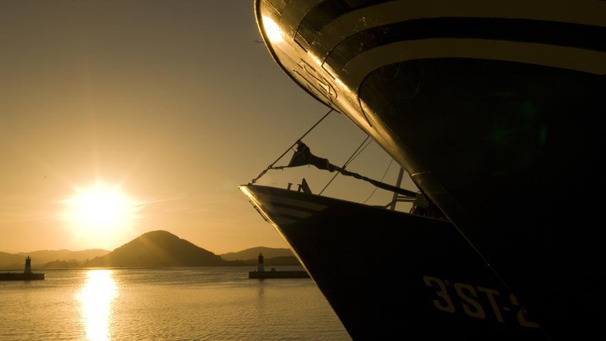 Barcos pesqueros en el puerto de Santoña.   JOAQUÍN GÓMEZ SASTRE