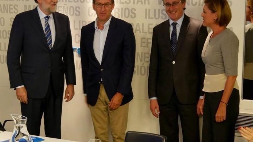 """Rajoy dice estar """"orgulloso"""" de tener un partido """"unido"""" en medio del debate interno abierto en el PSOE"""