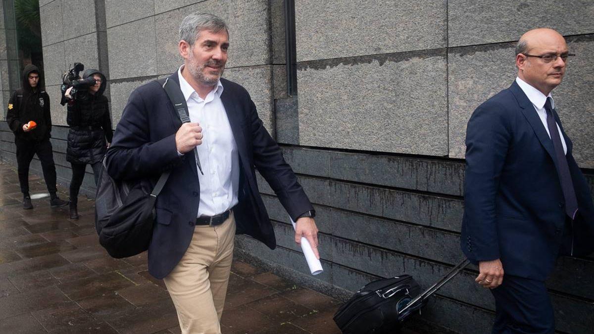 El expresidente de Canarias y hoy senador, Fernando Clavijo, tras declarar en el caso Grúas