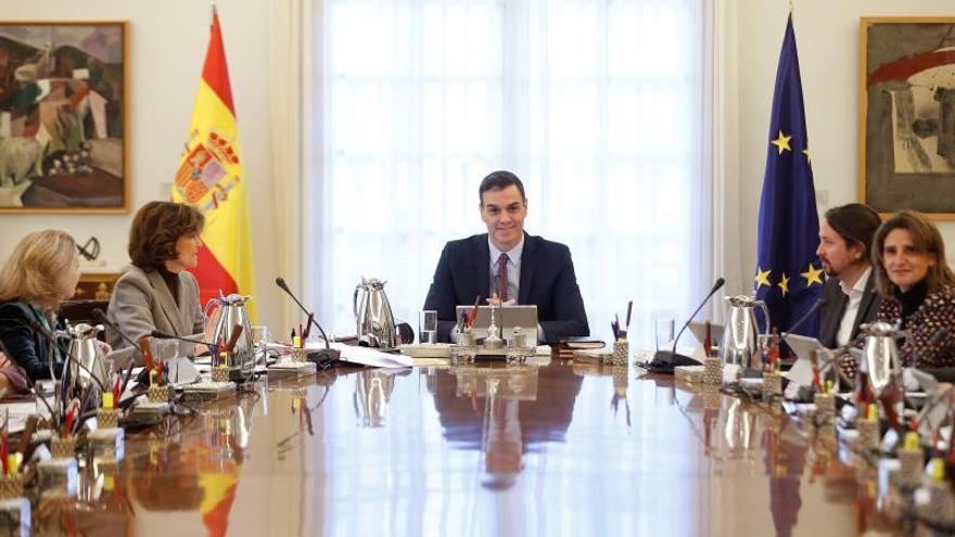 Sánchez comunica a sus ministros que los consejos serán a primeros de semana