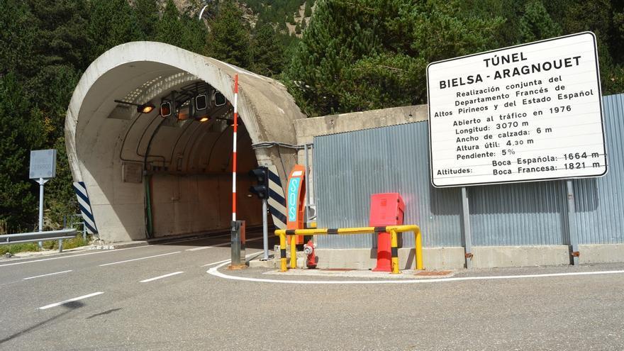 El Ministerio del Interior acuerda colaborar para reducir las horas de cierre del túnel de Bielsa