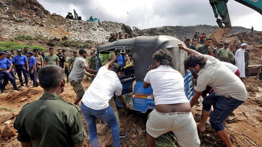 Al menos 16 muertos en Sri Lanka tras derrumbarse una montaña de basura
