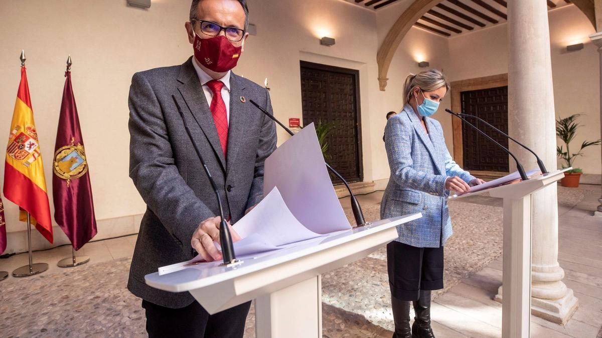 Diego Conesa y Ana Martínez Vidal, en el palacio de Guevara de Lorca, el pasado 12 de marzo.