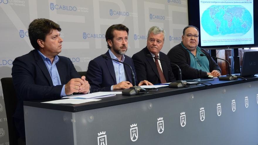 Firma del convenio entre el Involcan y el Consejo Insular de la Energía de Gran Canaria