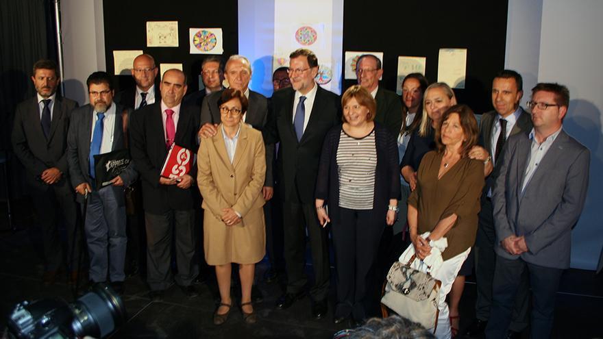 Mariano Rajoy junto a lo miembros de la Mesa por la Educación en Libertad