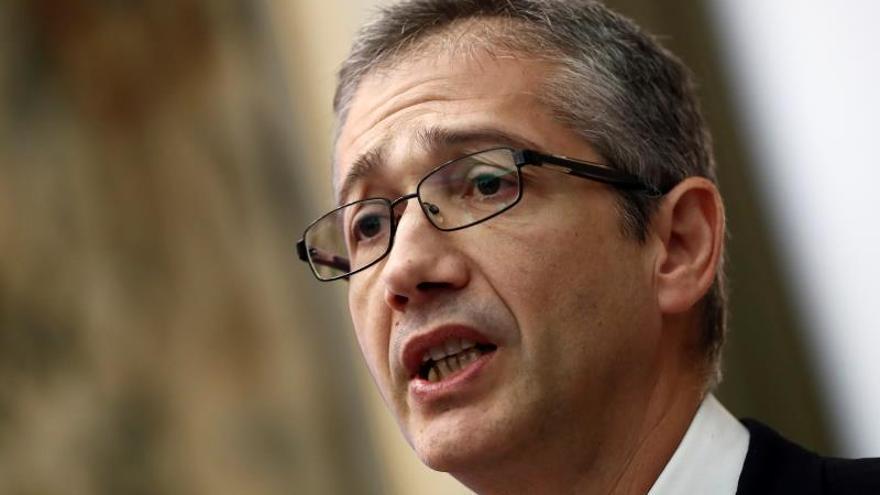 El gobernador plantea extender la regulación a la financiación no bancaria