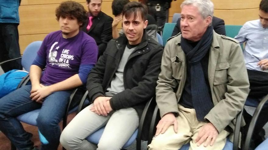 Jorge Verstrynge y los otros dos acusados, durante el juicio