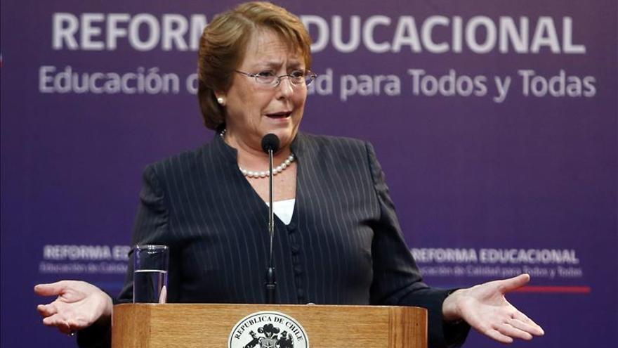Bachelet pide la renuncia a sus ministros y anuncia cambios en el gabinete