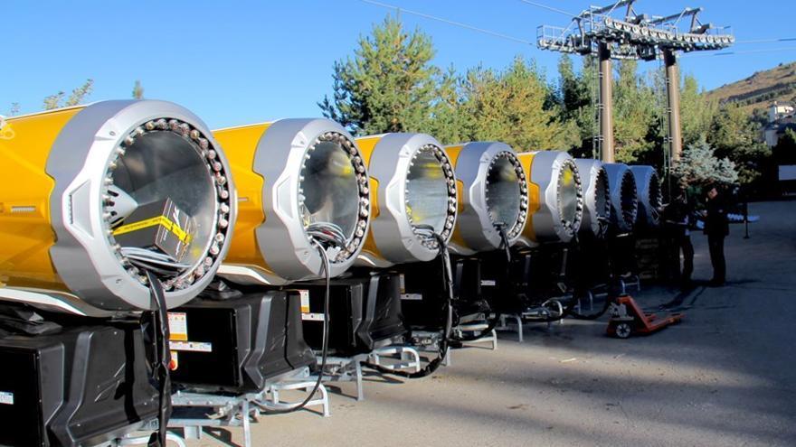 Nuevos cañones adquiridos por la estación de esquí de Sierra Nevada para la presente temporada. Foto: Cetursa