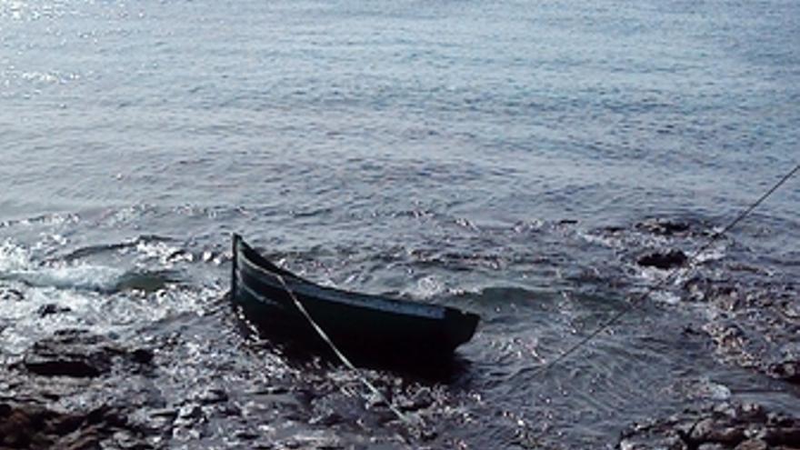 Patera en la costa de Yaiza (Lanzarote)