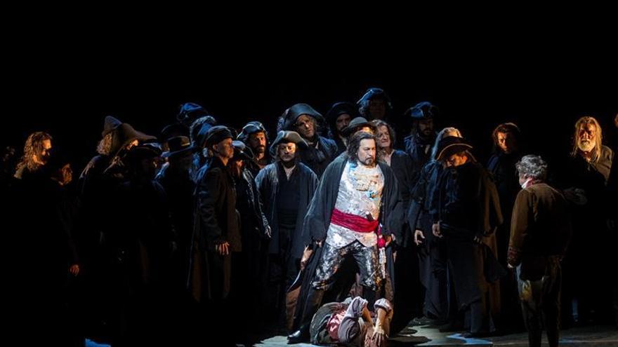 """Más de 100.000 personas presencian """"Il Trovatore"""" del Liceu al aire libre"""