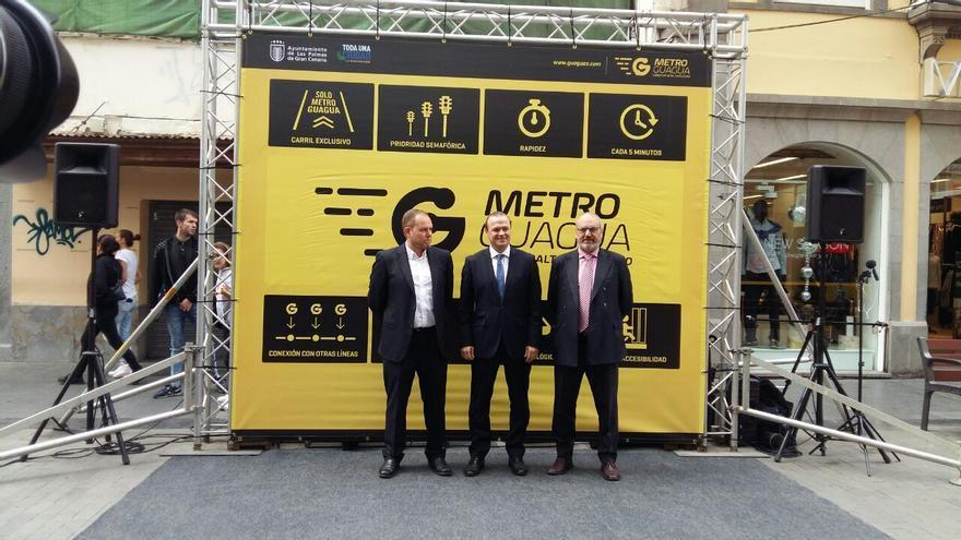Presentación oficial de La MetroGuagua en la calle Triana, en Las Palmas de Gran Canaria.