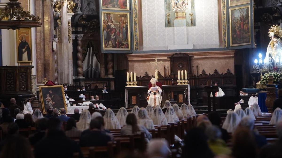 El arzobispo de València, Antonio Cañizares, durante la misa en honor a San José en la Catedral de València.