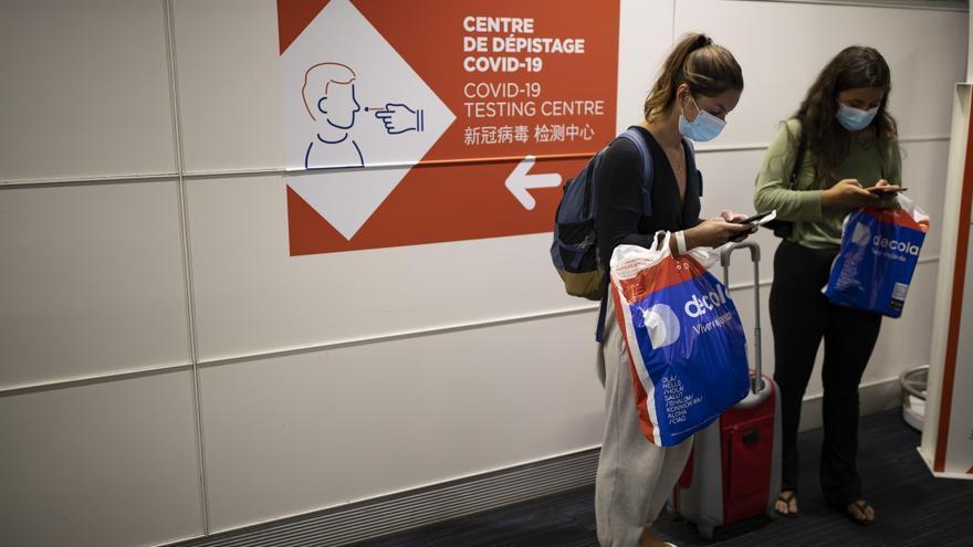 Francia rebaja a 24 horas la validez del test para los viajeros desde España