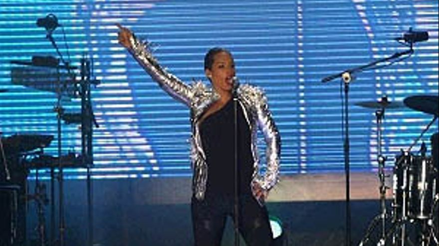 Alicia Keys durante su actuación. (ACFI PRESS)