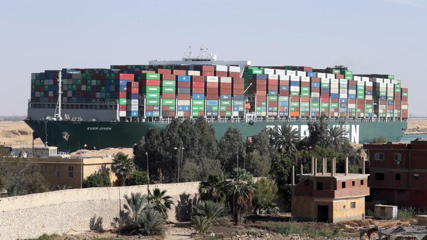 """La Autoridad del Canal de Suez reclama 767 millones al """"Ever Given"""""""