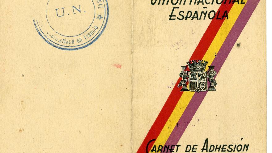 Portada del carné de la Unión Nacional Española (UNE). | DESMEMORIADOS