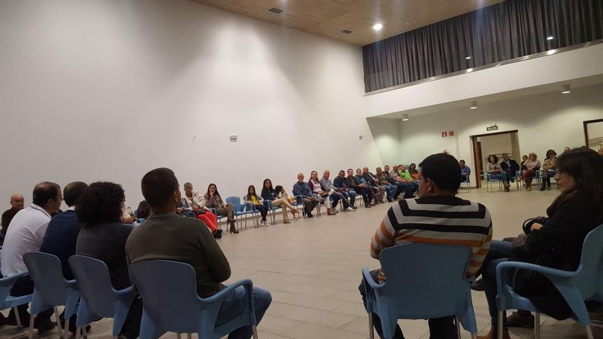 Reunión con los vecinos en el Centro Cultural Andares de Mazo.