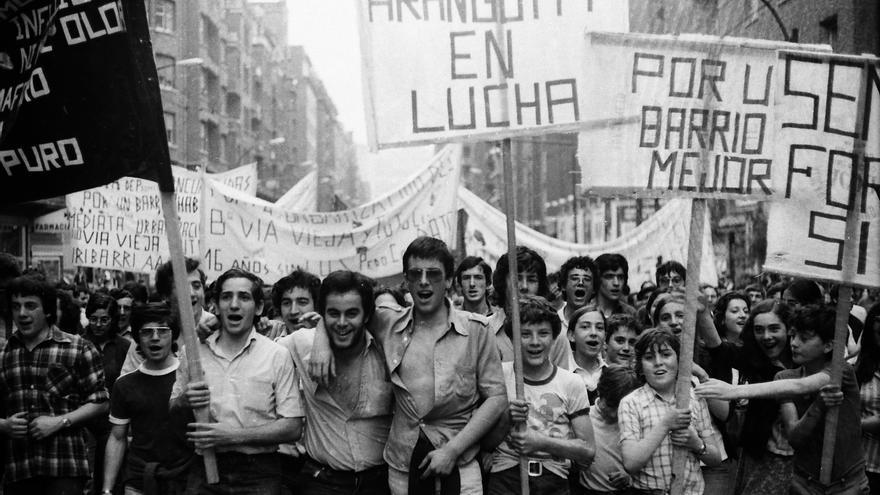 Fotografía del libro 'La calle es nuestra: la transición en el País Vasco (1973-1982) FOTO: Mikel Alondo