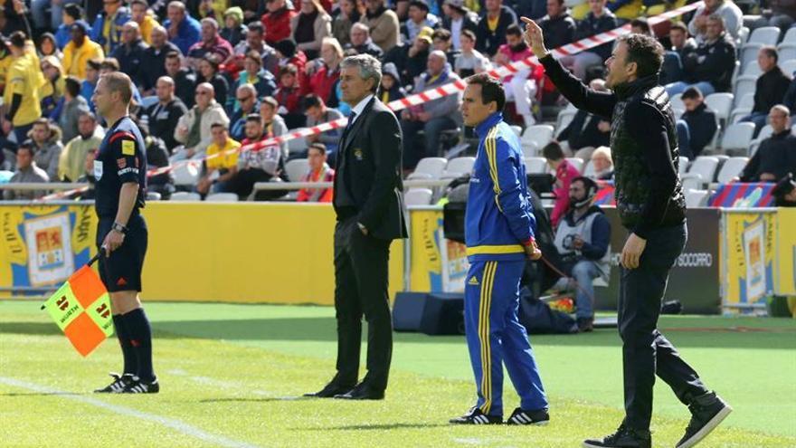 El entrenador de la UD Las Palmas, Quique Setién, durante el partido de la vigésima quinta jornada de la Liga de Primera División que se juega en el Estadio de Gran Canaria. EFE/Elvira Urquijo A