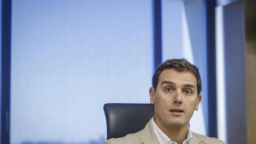 """Rivera acusa a Podemos de preferir apoyar a los """"verdugos"""" que a las víctimas"""