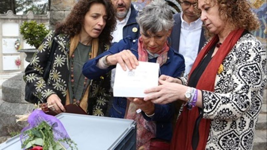 La consellera Capella entrega los restos mortales del maqui