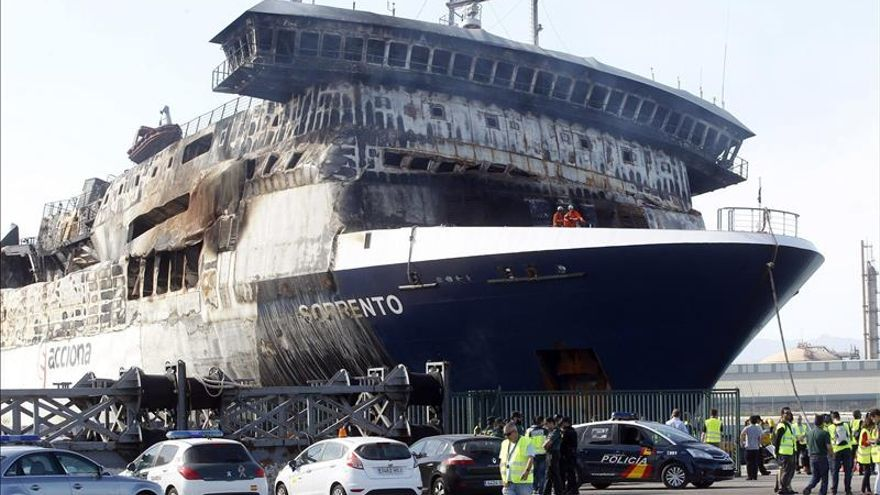 """Los transportistas afectados por el incendio del """"Sorrento"""" denuncian abandono"""