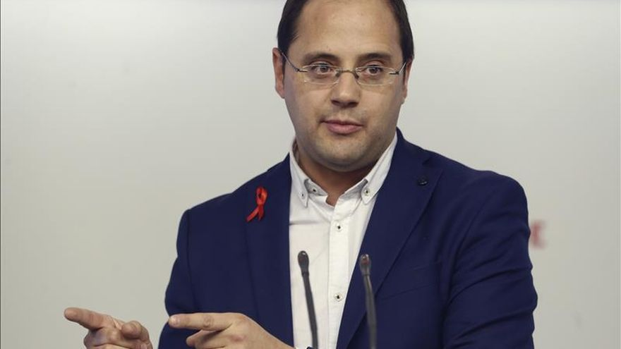 "Luena vio ""dos 2 aspirantes a vicepresidentes"" y un ""tertuliano"" ante Sánchez"