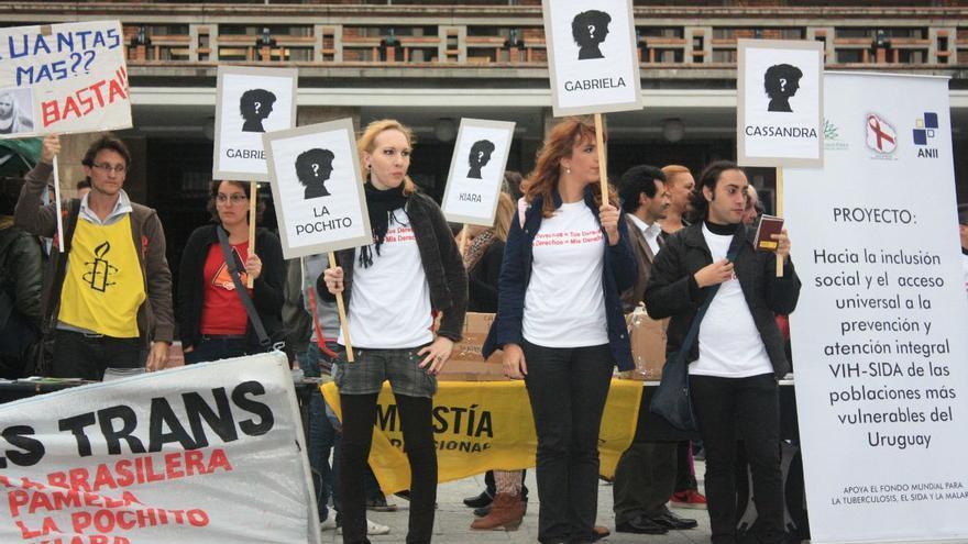 Manifestación a favor de los derechos de las personas transexuales de Amnistía Internacional Uruguay © AI