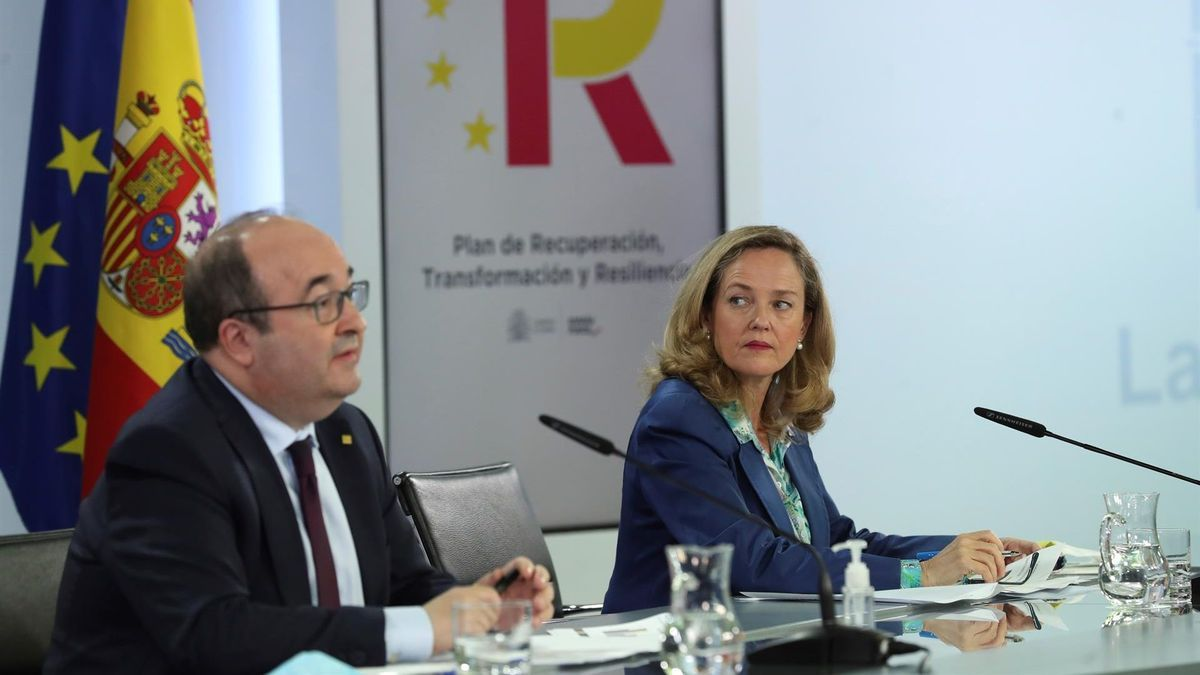 La vicepresidenta segunda y ministra de Asuntos Económicos y Trasformación Digital, Nadia Calviño, y el ministro de Política Territorial y Función Pública, Miquel Iceta.