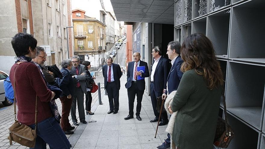 Mazón inaugura la primera mesa redonda organizada por el Observatorio de la Vivienda dentro de su política participativa
