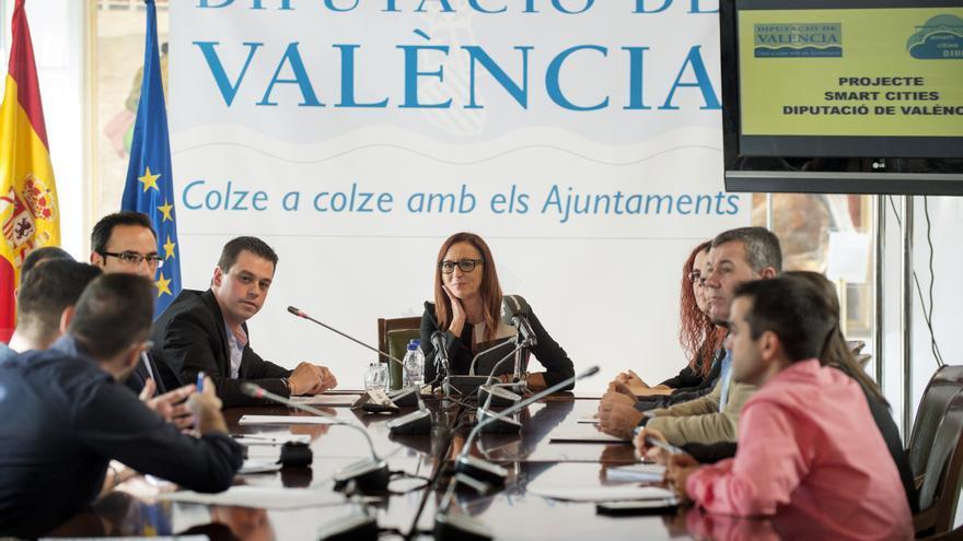 La vicepresidenta de la Diputación, Maria Josep Amigó, y el diputado Iván Martí, en la presentación del programa de Smartcities