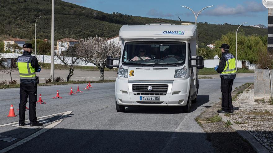 """Extremadura insiste en que es """"imposible"""" perimetrar 42.000 kilómetros cuadrados pero acata el aislamiento en las fiestas navideñas"""