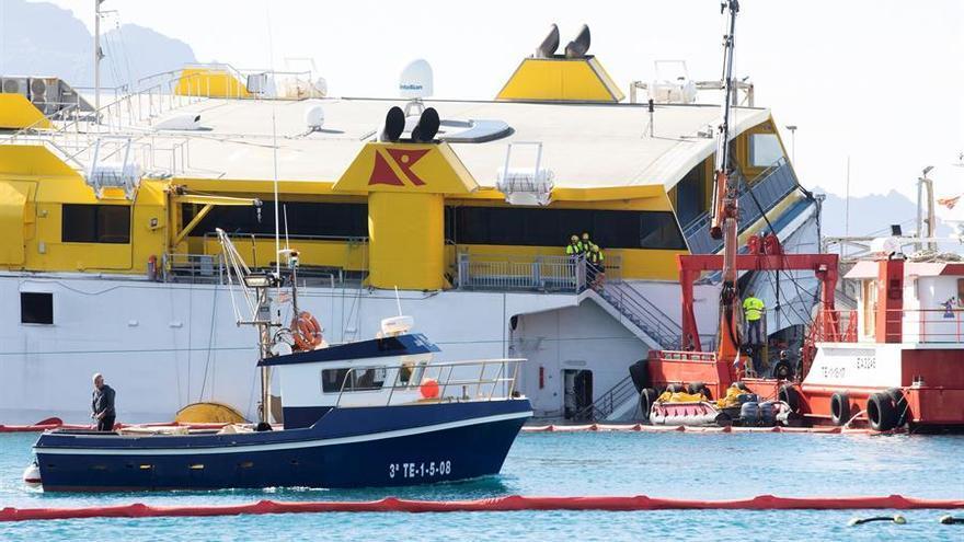 Canarias mantiene activado el Plan Territorial de Emergencias por el buque que encalló en Agaete