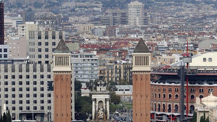 Miles de personas protestan en Barcelona en apoyo a cargos electos soberanistas