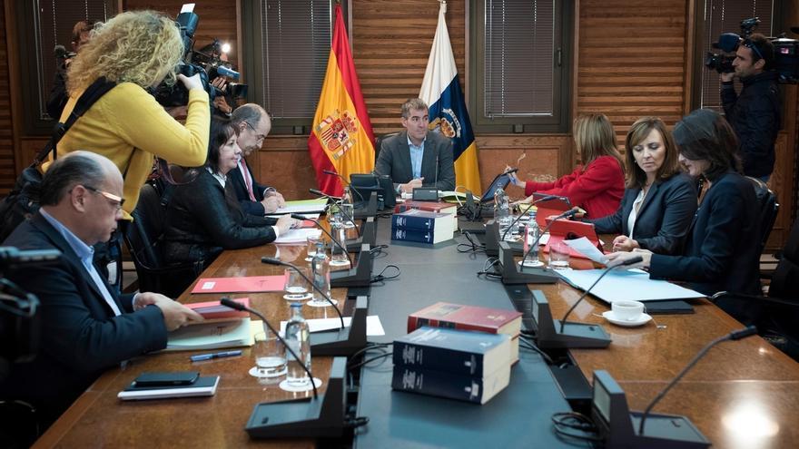 Clavijo reparte las consejerías del PSOE entre los consejeros de CC a la espera de los nuevos nombramientos
