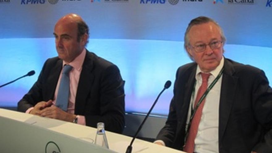 L.De Guindos (Ministro Economía) J.Piqué (Pte.Círculo Economía)