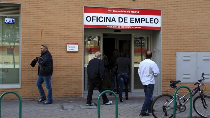 El paro se mantuvo en marzo en la eurozona y en la UE y cayó ligeramente en España