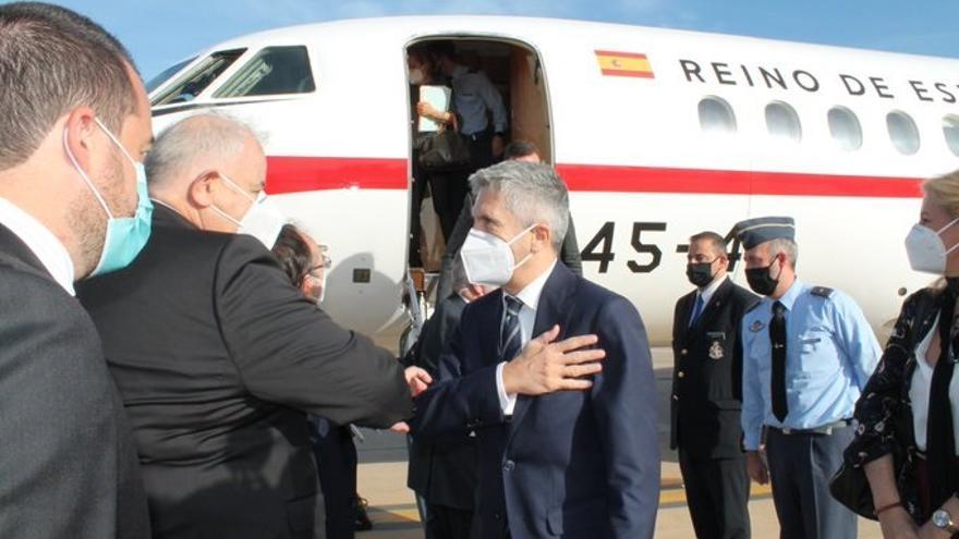 El ministro del Interior, Fernando Grande-Marlaska, llega a Rabat en su séptimo viaje al país vecino