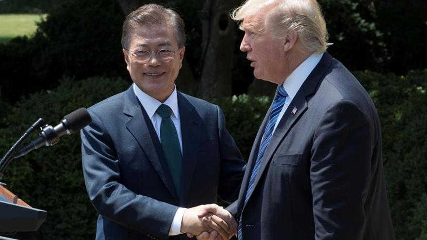 """Pyongyang critica el """"servilismo"""" de Seúl tras la cumbre con Donald Trump"""